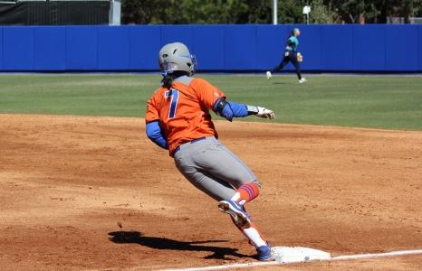 Florida Gators Softball Sweep Doubleheader