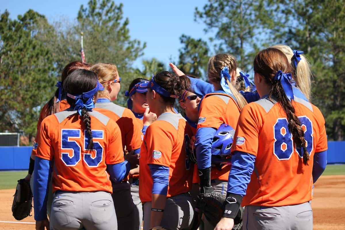 Team_huddle_Florida_Gators_Softball_170213