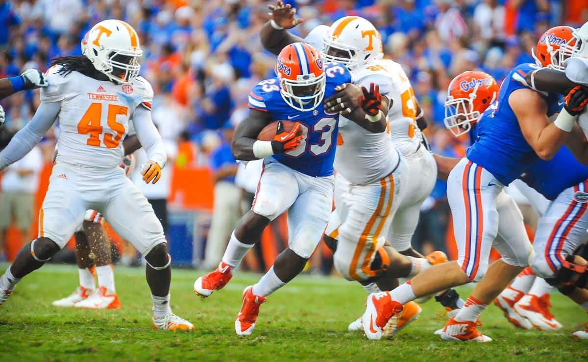 Florida Gators RB Mack Brown takes the handoff and finds an open hole up the middle. Gator Country photo by David Bowie.