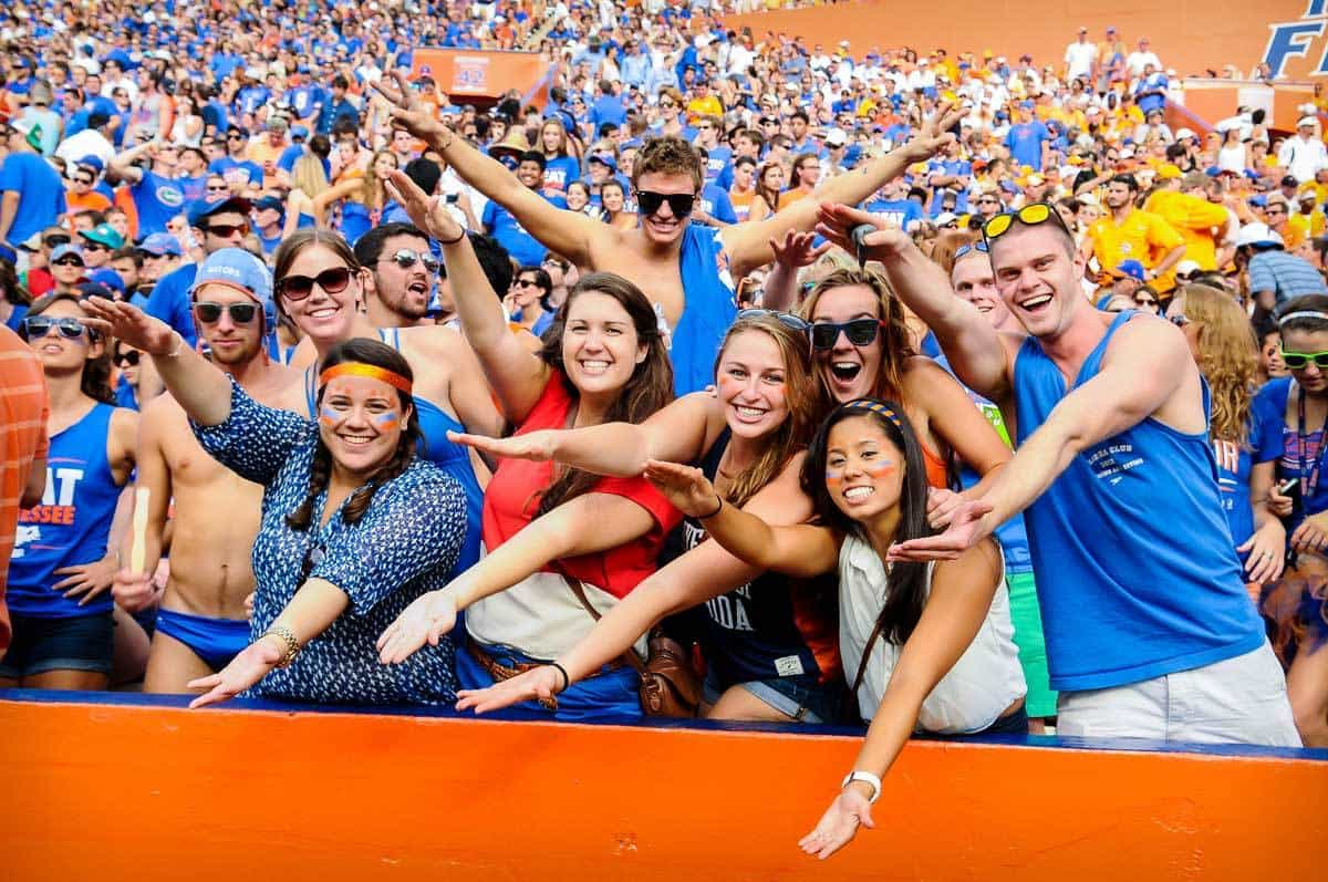VIDEO: 90,000 Gators fans sing tribute to Tom Petty ...