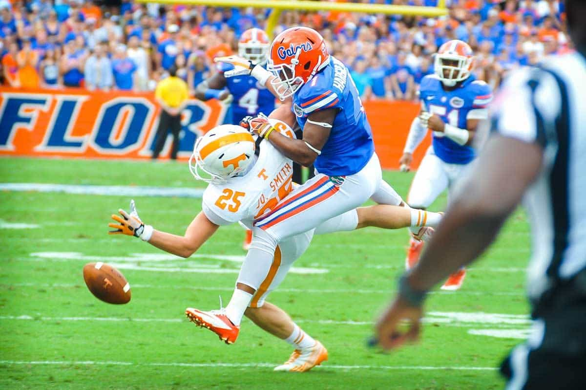 Vernon Hargreaves III breaks up a pass against Tennessee / Gator Country Photo by David Bowie