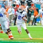 Florida Gators RB Matt Jones takes the handoff and runs to the outside edge. Photo by David Bowie.
