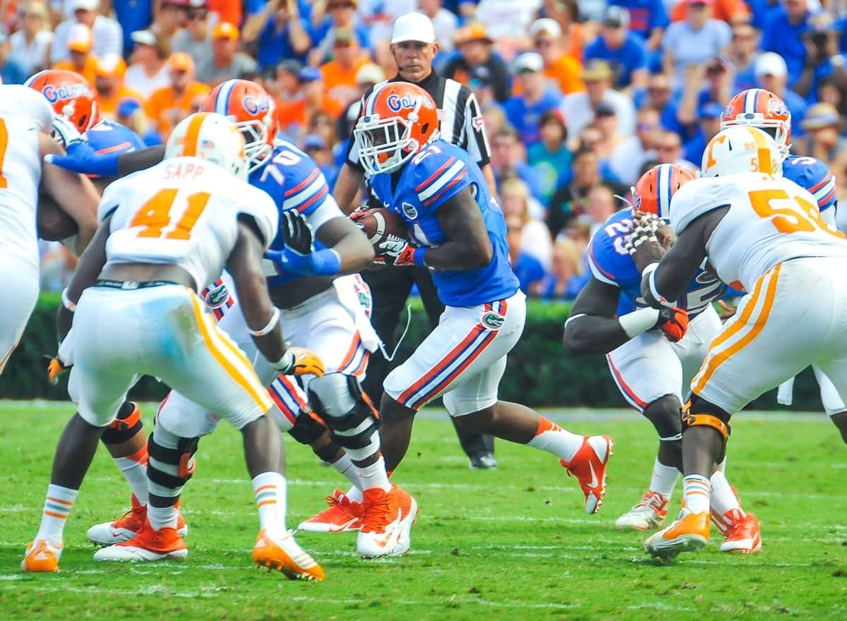 Florida Gators RB Kelvin Taylor gets the handoff and runs for a three yards. Gator Country photo by David Bowie.