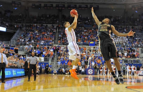 Florida starts out SEC tournament with blowout win