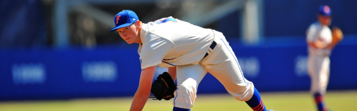 Gators take series in extra innings