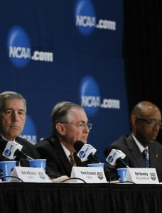 Emmert, NCAA brass speak at Final Four