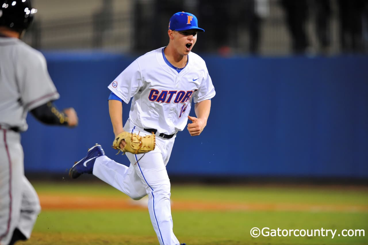 Bobby Poyner threw 5 shutout innings to help Florida advance past South Carolina.