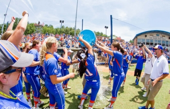 Gators react to WCWS championship on Twitter