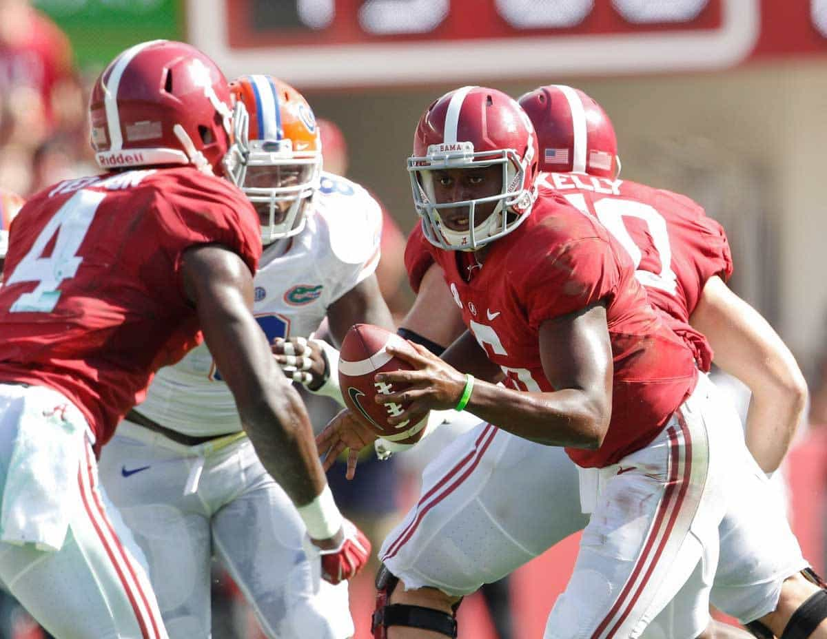 Sep 20, 2014; Tuscaloosa, AL, USA; Alabama Crimson Tide quarterback Blake Sims (6) prepares to hand the ball off during the game against the Florida Gators at Bryant-Denny Stadium. Mandatory Credit: Marvin Gentry-USA TODAY Sports