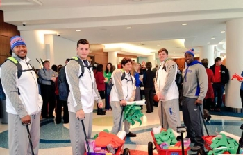 Video: Gator Football Players Visit Childrens Hospital