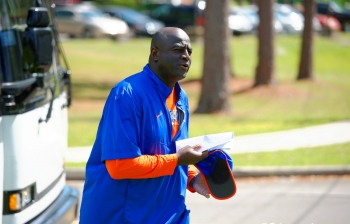 Florida Gators offer Ole Miss DE commit