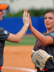 Florida Gators softball opens up with an 11-0 win