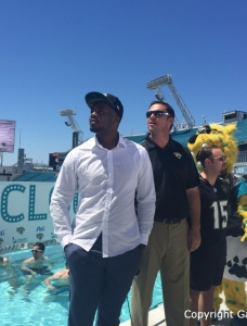 Florida Gators: Former LB Dante Fowler Making a Jax Splash