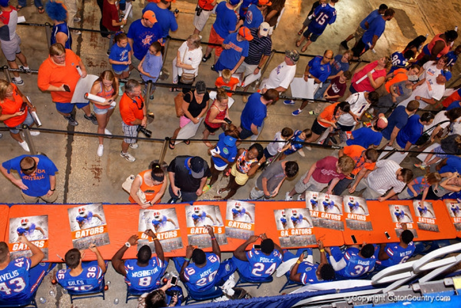 Florida Gators Football Defensive Backs Sign Autographs During Fan Day 2015- 600x401
