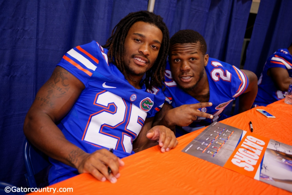 Florida Gators running backs Jordan Scarlett and Kelvin Taylor pose for the camera during Florida Gators fotball fan day 2015 - Florida Gators - University - of - Florida - 1280x854