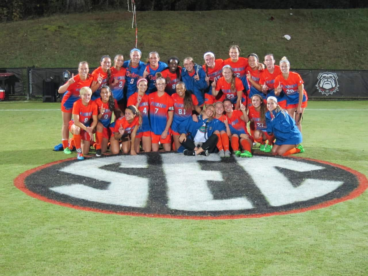 Florida Gators soccer team celebrates the SEC title- 1280x960
