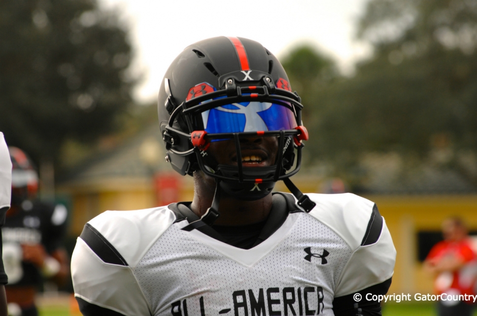 Florida Gators Wide Receiver Recruit Sam Bruce Warms Up at Tuesday Practice of Under Armour All-American Game