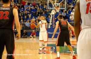 Florida Gators basketball Chris Chiozza Directs Traffic in Win Over Georgia Bulldogs-Florida Gators Basketball-1280x850
