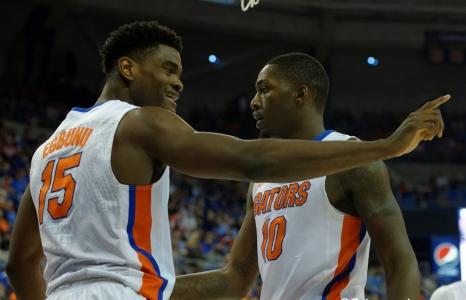 Florida Gators basketball defeats West Virginia
