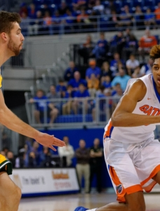 Devin Robinson takes charge in Florida Gators win