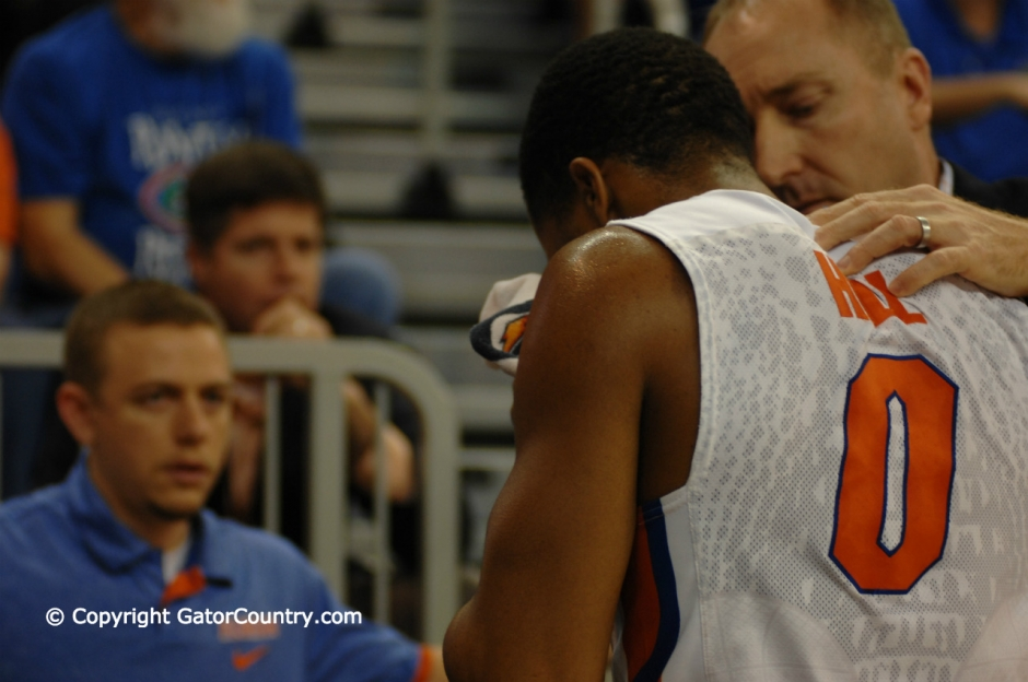 Kasey Hill leaves court with nose injury versus WVU-Florida Gators basketball