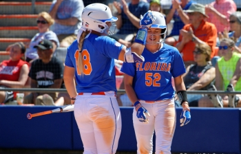 Florida Gators softball sweeps Friday's doubleheader