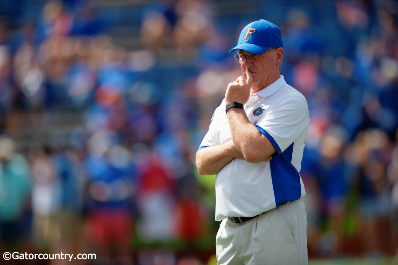 University-of-florida-offensive-line-coach-mike-summers-watches-his-group-warm-up-before-playing-tennessee-in-2015-florida-gators-football-1280x852