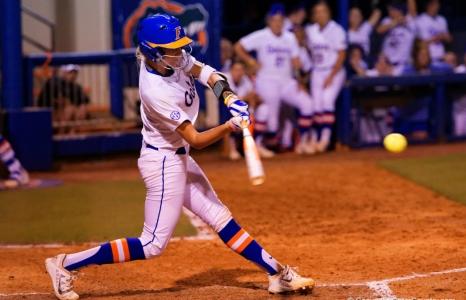 Munro powers Florida Gators softball past MSU