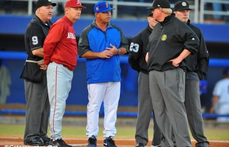 Florida Gators baseball stays perfect in midweek games