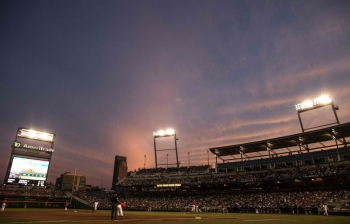 Chants silence Florida Gators in CWS opener