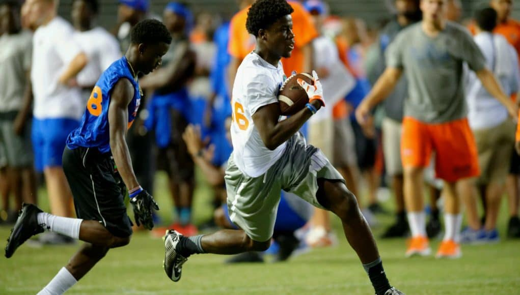 Florida Gators receiver target Jerry Jeudy catches a pass at Friday Night Lights- Florida Gators recruiting- 1280x852