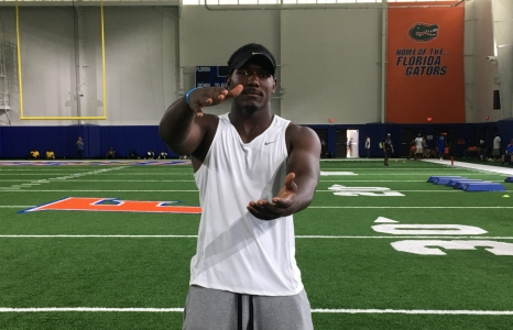 Carter welcomed with big hugs by the Florida Gators