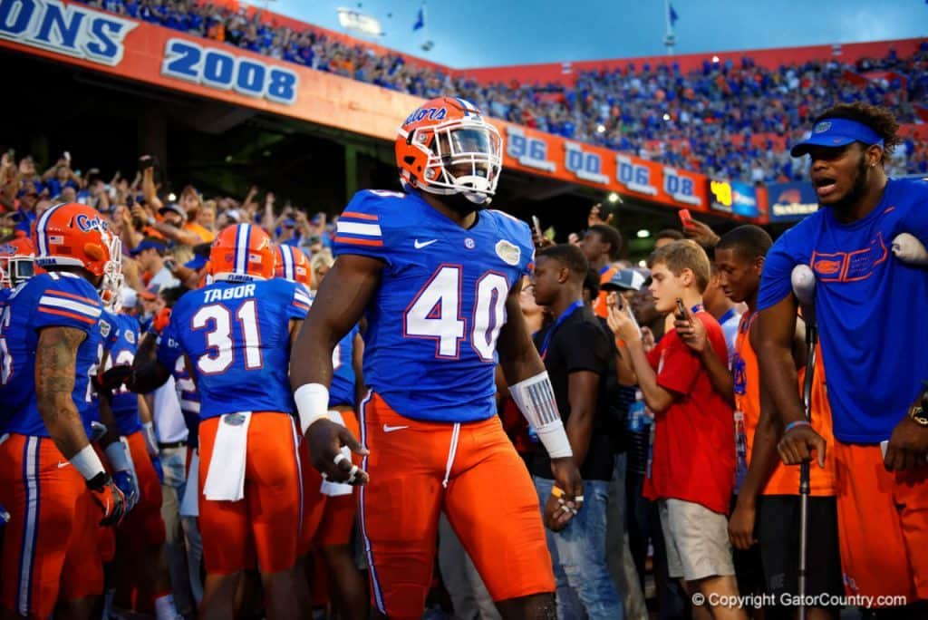 Florida-gators-linebacker-jarrad-davis-gets-ready-to-lead-the-gators-out-of-the-tunnel-1024x684