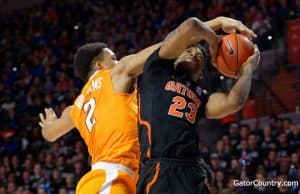 Florida Gators basketball player Justin Leon scores against Tennessee- 1280x852