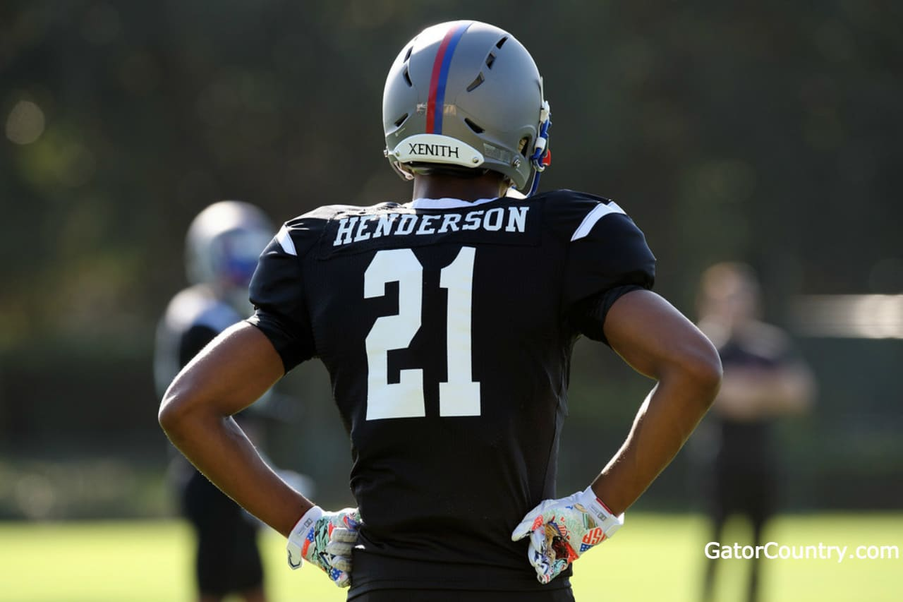 Florida-gators-recruiting-target-cj-henderson-at-the-under-armour-game