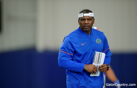 McElwain's beard and personality impressed Smith on Saturday