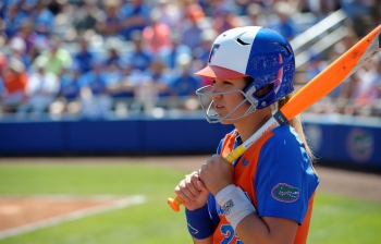 Seventh inning rally pushes Florida Gators softball past AU