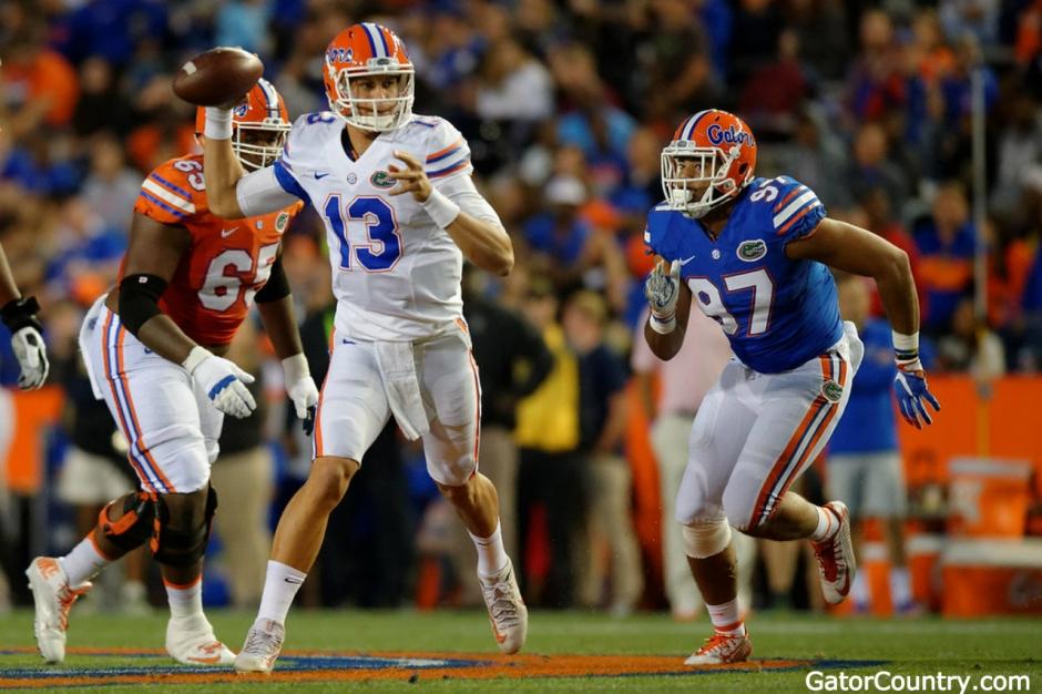 Florida Gators quarterback Feleipe Franks throws in the Orange and Blue game in 2017- 1280x853