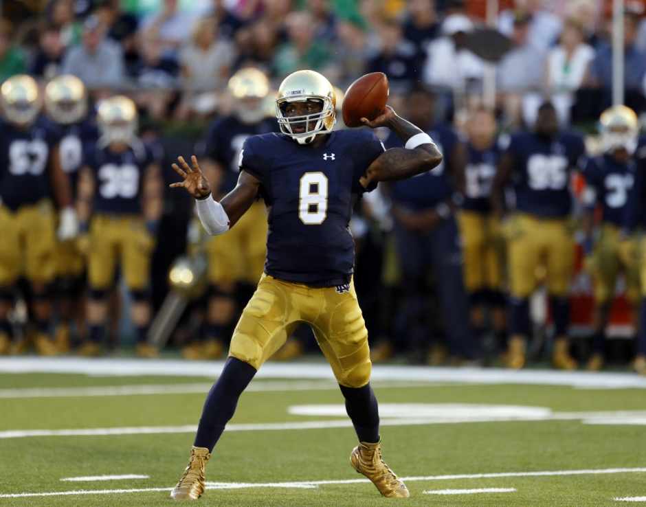 Sep 5, 2015; South Bend, IN, USA; Notre Dame Fighting Irish quarterback Malik Zaire (8) throws a pass against the Texas Longhorns at Notre Dame Stadium. Mandatory Credit: Brian Spurlock-USA TODAY Sports