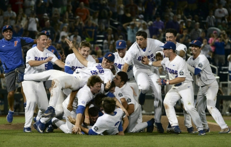 Florida Gators make a dogpile after winning national championship-1280x815