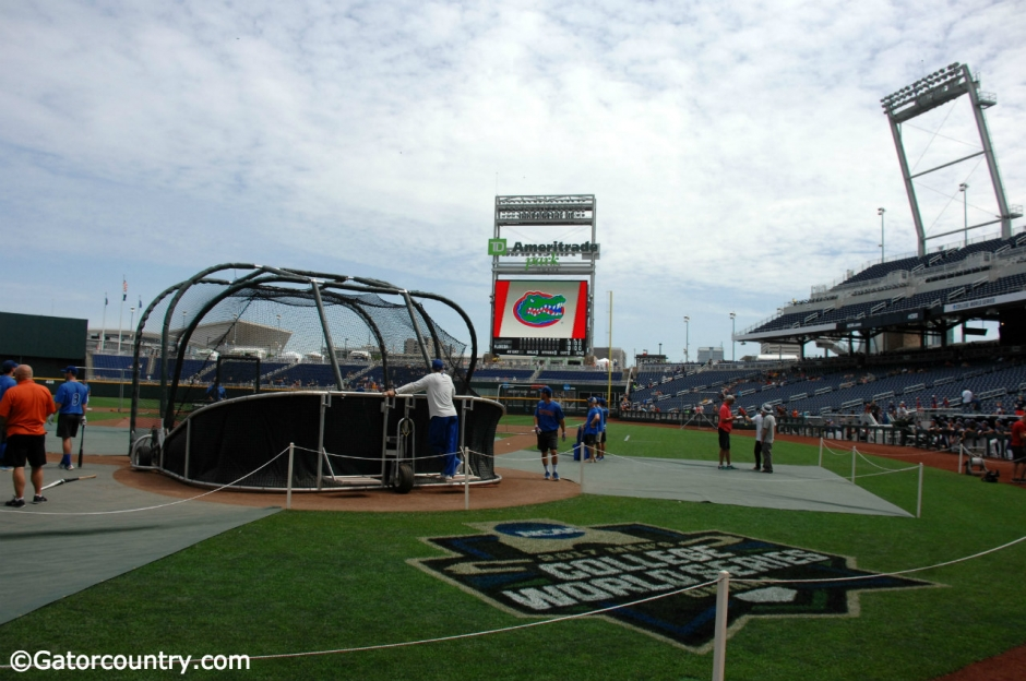 The Florida Gators take batting practice at TD Ameritrade Park before the start of the 2017 College World Series- Florida Gators baseball- 1280x852