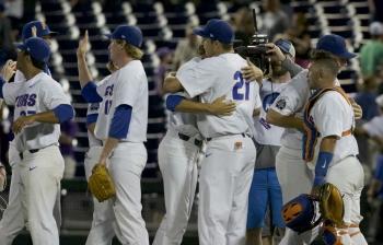 Florida Gators back in CWS Championship Series