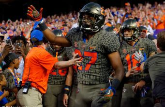 University of Florida freshman safety Quincy Lenton gets ready to take the field before the Florida Gators game against Texas A&M in 2017- Florida Gators football- 1280x852