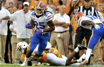 Florida Gators running back Jordan Scarlett runs against Tennessee-1280x853