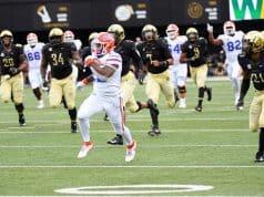 Florida Gators running back Lamical Perine catches a pass against Vanderbilt-1280x800