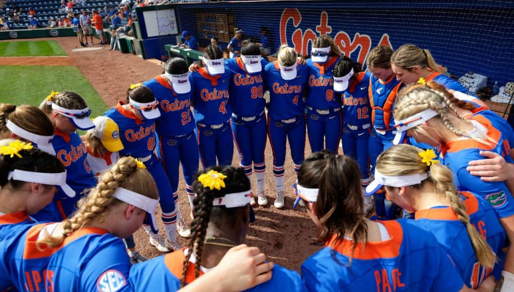Florida Gators softball huddles before the game- 1280x852